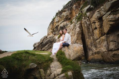 Arraial do Cabo, RJ portrait e-session at the beach with a seabird