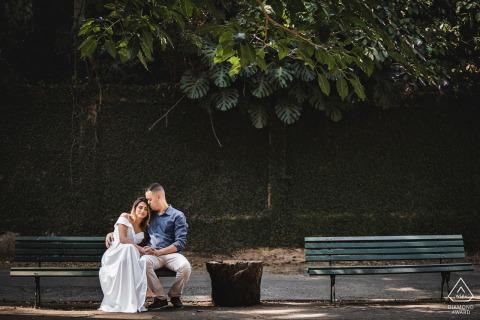 Petrópolis, RJ on-location portrait e-shoot shot of the couple on a park bench