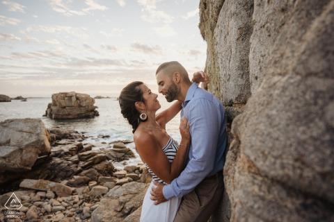 e-session d'engagement environnemental ile rnote avec baiser sur une plage rocheuse