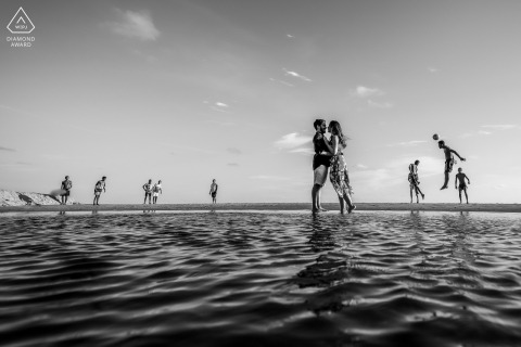 """Maceió on-location portrait e-shoot - During the rehearsal we noticed a group of young people having fun on the beach playing football and soon the idea came ... I saw that we are fanatics for the sport """""""
