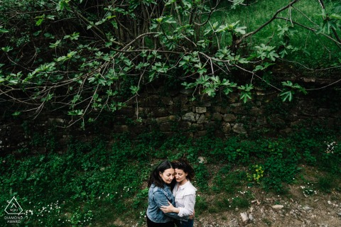 Napoli environmental engagement e-session of couple holding each other tenderly