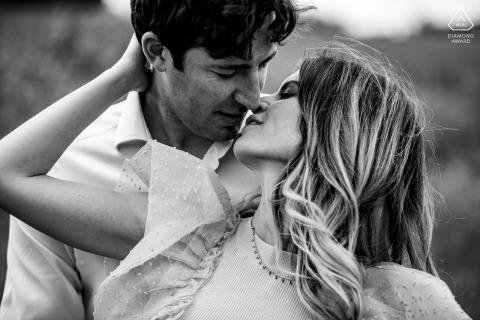 Orvieto portrait e-session - a closeup portrait of the couple