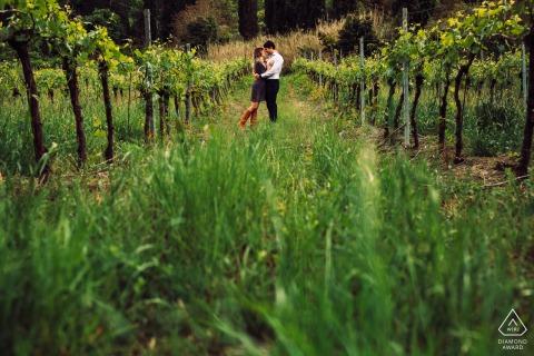 La Badia, Orvieto environmental engagement e-session of a couple in the vineyard