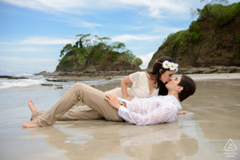 Playa Blanca, Puntaleona portrait e-session of a couple kissing on a beautiful and lonely beach