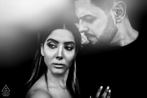 Séance de portrait pré-mariage True Love à Mascate capturant un couple dans une situation sérieuse de BW