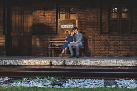 Rio de Janeiro couple e-session in Petrópolis at the train tracks for a pre essay