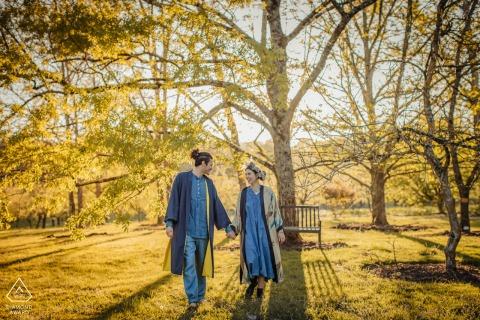 Jardin de Courtsiana, La Romieu couple e-shoot of them happily walking