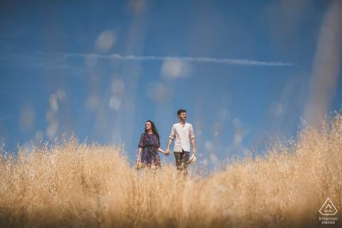 Crete Senesi, Siena couple e-session in Tuscany under a bright blue sky