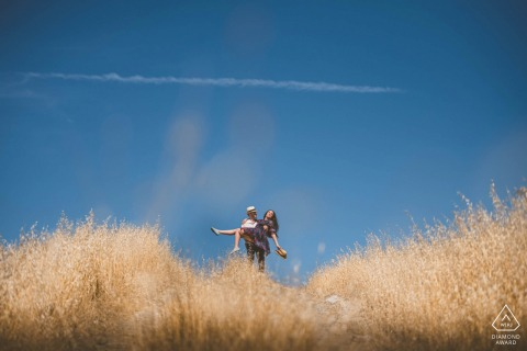 Siena couple e-shoot in Tuscany from the open fields and blue sky of Crete Senesi