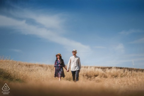 Tuscany couple e-session at Crete Senesi in the fields of Tuscany