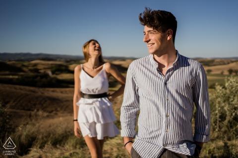 Crete Senesi couple e-session in Siena - TuscanyPortrait session in the magical countryside