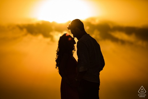 Val D'orcia couple e-shoot in Italy with an orange sunset in a pretty silhouette