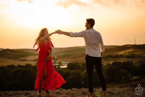 Val D'orcia dancing couple e-session at sunset in the hills under the clouds
