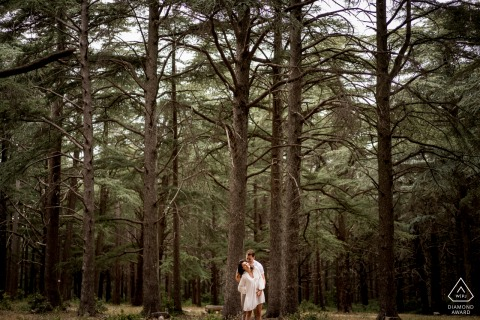 Luberon couple e-session with a tender embrace under the forest woods