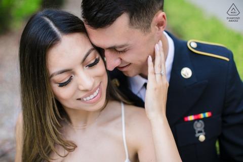 Sesión electrónica de pareja en Saratoga, California antes de que el ejército despliegue al novio