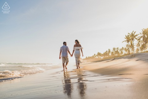 Marechal Deodoro couple e-session in front of the sea walking on the AL beach sands