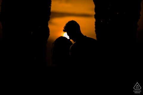 Italy bride and groom to be, modeling for a Val d'orcia pre-wedding picture in silhouette style