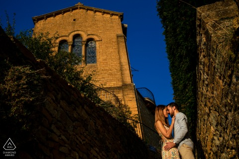 Outdoor Oingt Couple session in front of the church