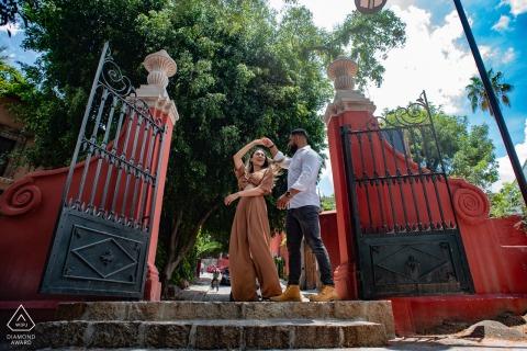 Parque Juarez, San Miguel de Allende outside environmental prewedding photoshootat the entrance of a very famous park in San Miguel as the couple was taking a few dance steps and thus also captures the park gates