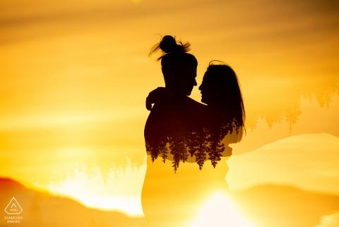 Breckenridge, Colorado, couple environnemental, séance d'image avant le mariage à l'aide d'une double exposition au lever du soleil de deux femmes en silhouette