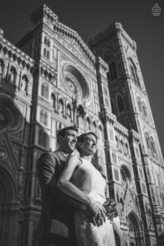 Firenze environmental couple pre wedding image sessionusing The Duomo of Florence as perfect background
