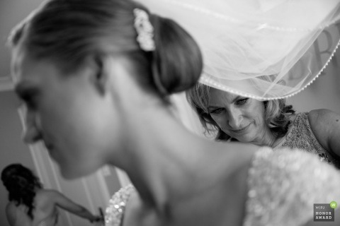 Scott Williams is an award-winning wedding photographer of the ON WPJA