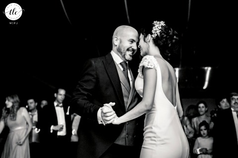 Jaen vrai amour image d'un couple nouvellement marié sur la piste de danse