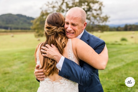 Early Mountain Vineyards, Charlottesville photo de mariage d'amour réel d'un père de VA première fille