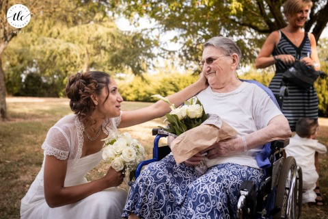 Domaine de Gaillac à Gaillac outdoor wedding moment image of the France bride having a nice talk with her grand mother