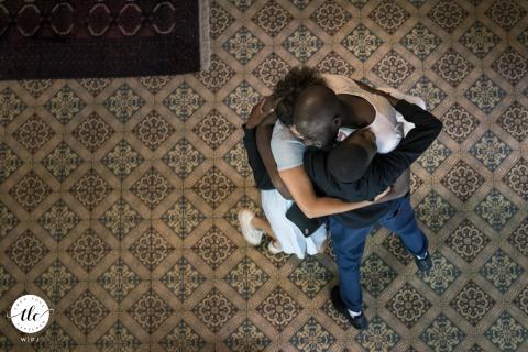 Linxe, France image de mariage documentaire des membres d'une réunion de famille au moment des préparatifs du mariage