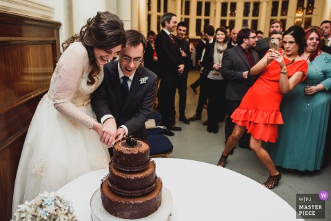 Old Finsbury Town Hall, London Wedding Photo of Bride and Groom Cutting Chocolate Cake