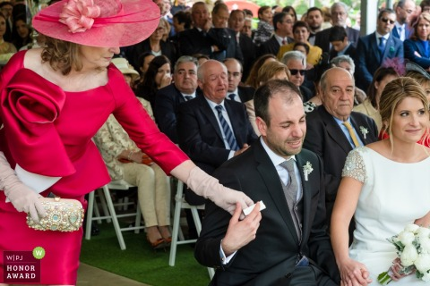 Cocentaina wedding photographer captured the mother handing tissues to the groom during the ceremony