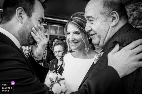 Cocentaina groom gets emotional while with the bride and her father at the wedding