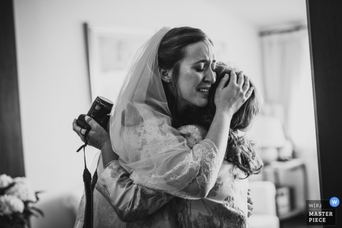 Sardinia bride hugs her mother and gets emotional before the wedding ceremony