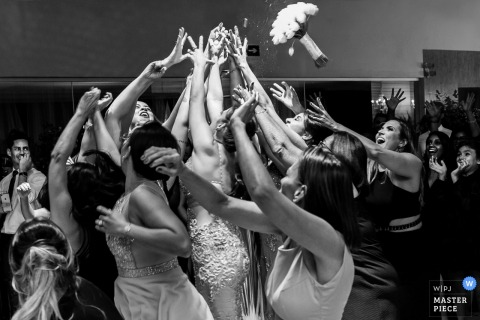 Guests try to catch the bouquet at the wedding reception in Espaco Joseville, Pare de Minas
