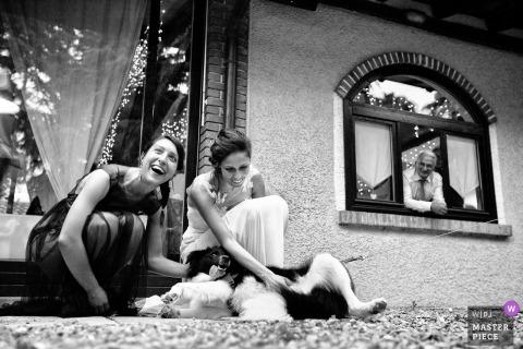 Cascina La Rosa, Fino Mornasco bride and bridesmaid play with dog
