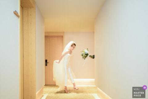 Zhejiang bride holding her dress as she walks