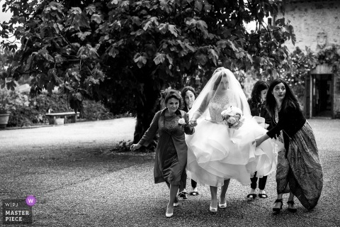 Tenuta San Liberato bride getting help with her dress as she walks to the wedding ceremony