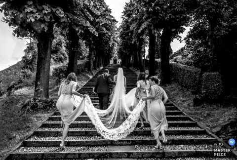 Lombardy bride walking with her father and bridesmaids up the steps before the wedding
