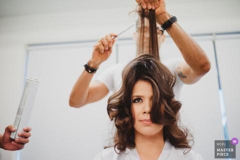 Brasilia, mariée au Brésil se coiffant avant le mariage