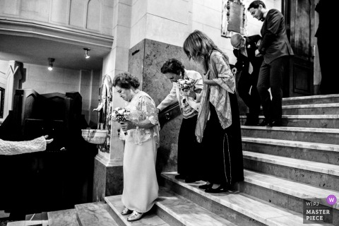 Rosario, Argentina bridal party helping guests walk down the stairs at the wedding