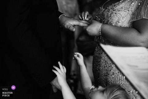 Cornwall meisje wil worden gehouden door de bruidegom tijdens de huwelijksceremonie