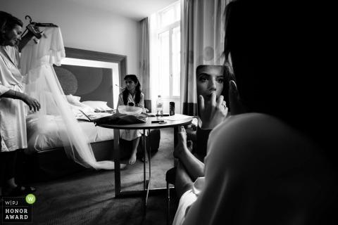Toulouse-Braut, die vor der Hochzeit fertig wird