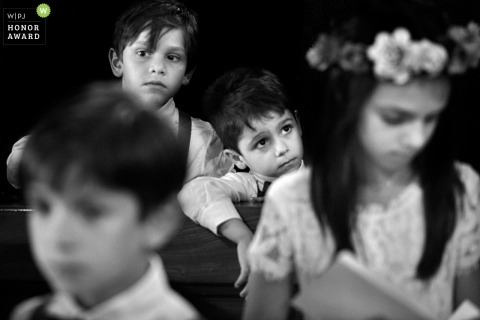 Littles kids bored during the ceremony - Calabria wedding photographer