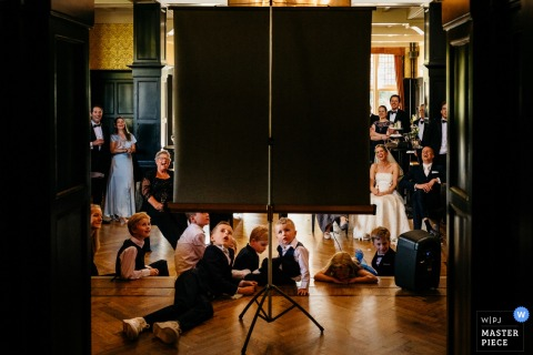 Hooge Vuursche wedding reception with a slideshow for the bride, groom and wedding guests