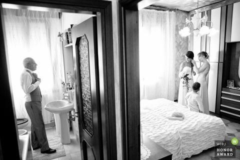 Mariée et papa se préparent - maison privée, Limbiate, Italie