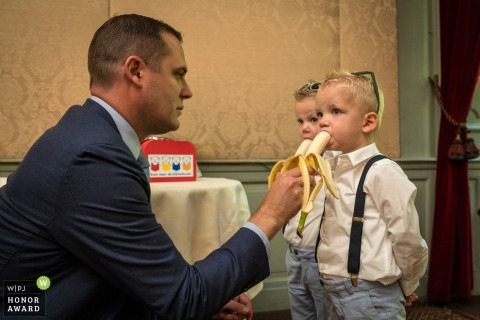 Groom gives the kids some food in Echteld - photographing children at weddings