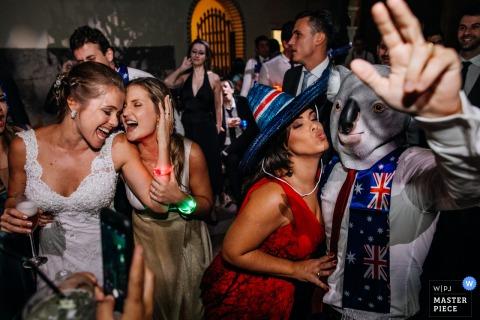 Foto von der Brautparty, die sich am Empfang in Casa Valduga - Bento Gonçalves - Rio Grande do Sul amüsiert