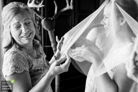 Hamilton damas de honor y la novia antes de la ceremonia | Fotógrafo de bodas de montana