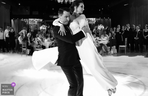 Bucuresti bride and groom dance at the wedding reception